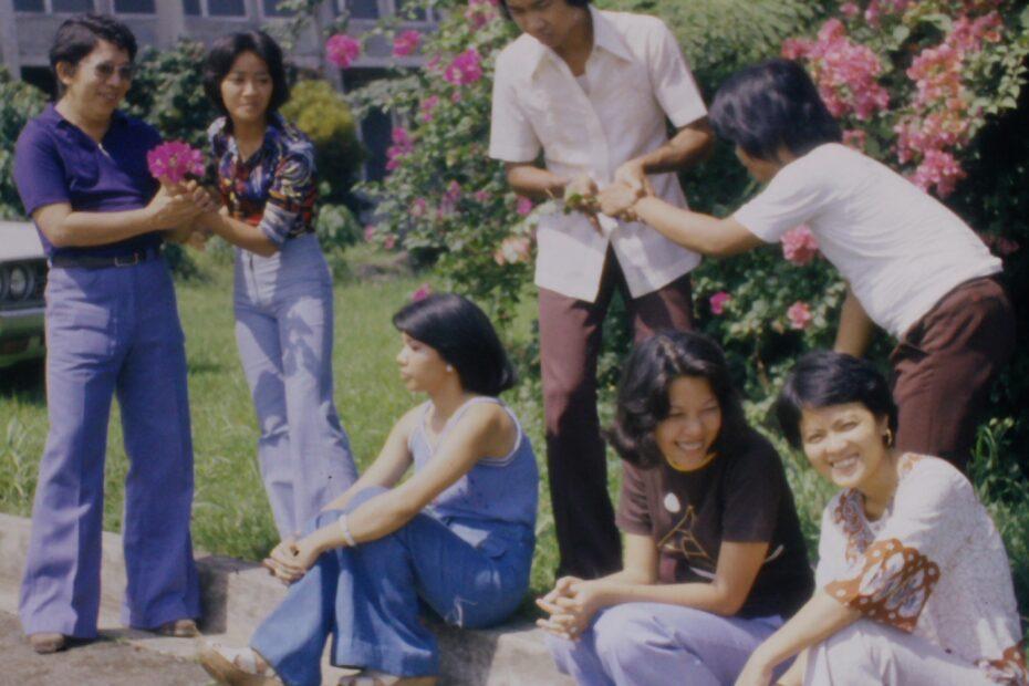 Manila Assembly 1976  Delegates flowering together
